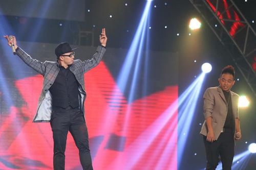 Đội PB Nation trình bày ca khúc