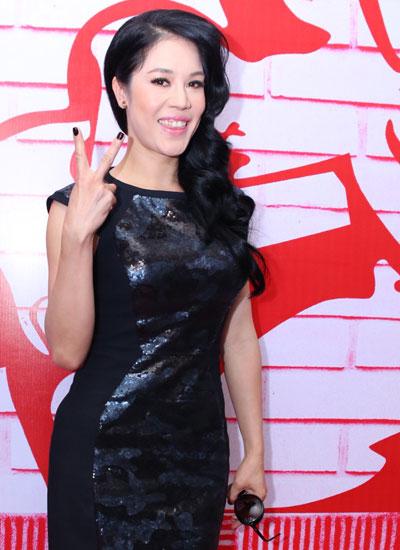 Nữ ca sĩ tự tin thể hiện trong vai trò huấn luyện viên âm nhạc.