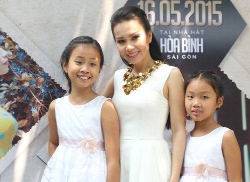 Hai con gái Cẩm Ly tham gia liveshow của mẹ