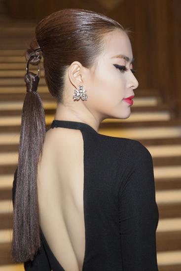 Hoàng Thùy Linh đẹp nhất tuần với kiểu tóc bắt chước Dior