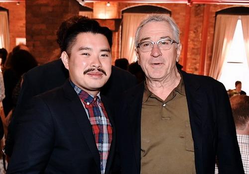 Đạo diễn Bảo Nguyễn và tài tử gạo cội Robert De Niro - người đồng sáng lập LHP Tribeca.