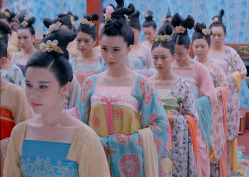 Hình ảnh hàng loạt mỹ nữ trên phim được dùng kỹ thuật