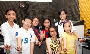 Cẩm Ly mang đội The Voice nhí về nhà tập hát