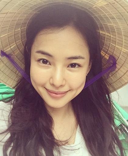 Hoa hậu sexy nhất xứ Hàn khoe nụ cười tươi tắn ở Hội An