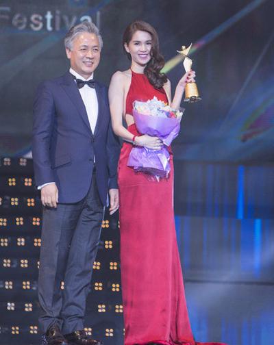 Ngọc Trinh: 'Tôi không bịa chuyện nhận giải Nữ hoàng bikini châu Á'