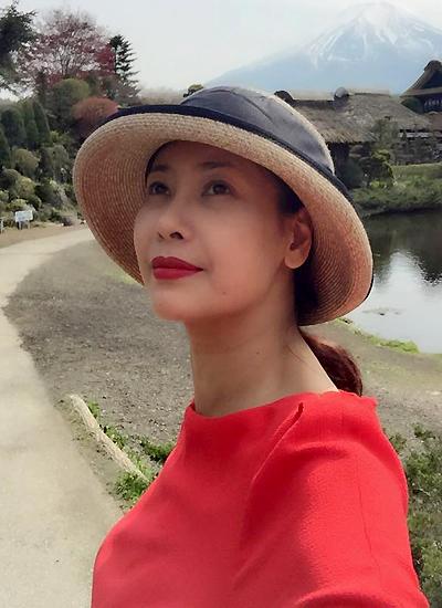 Cả nhà hoa hậu cũng đến thăm thành phố núi Phú Sĩ.