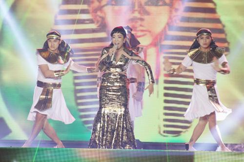 Bên cạnh màn biểu diễn của top 4, nhiều ca sĩ khách mời khác cũng tham gia biểu diễn trong đêm gala. Mở đầu chương trình là liên khúc Diva Dance - Stranger In Paradise do nghệ sĩ Ngọc Tuyền thể hiện. Tiết mục pha trộn hài hòa giữa chất liệu opera và EDM tạo nên một gia vị mới thú vị cho đêm nhạc.