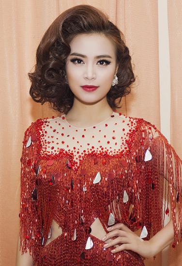 Hoàng Thùy Linh trang điểm đẹp nhất tuần với phong cách retro