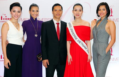 Từ trái qua: người đẹp Dương Trương Thiên Lý, Trương Thị May, ông Trần Ngọc Nhật