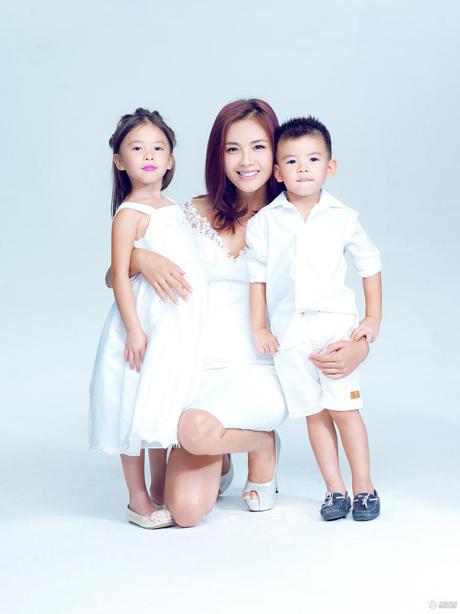 Lưu Đào cùng hai con mừng Ngày của mẹ