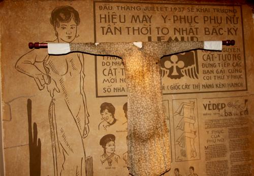 Nhiều kiểu áo dài xưa được giữ gìn và triển lãm.
