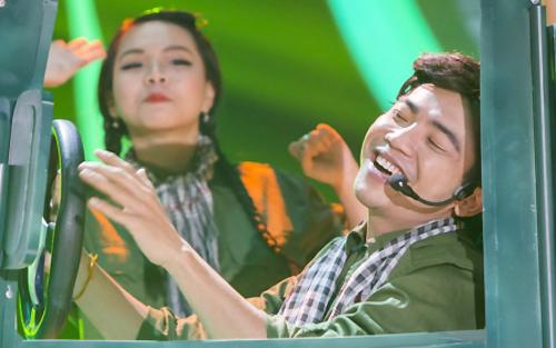 Mai Quốc Việt hóa thân thành NSND Trung Đức với bài hát Chào em cô gái Lam Hồng