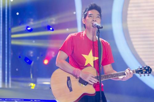 Khương Ngọc hóa thân thành Tạ Quang Thắng với bài hát Lá cờ