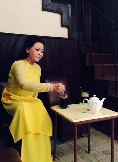 Khánh Ly uống cà phê ở Tùng. Ông Tùng chủ quan đã qua đời, quán được để lại cho vợ chồng người con trai chăm sóc với lời dặn phải giữ gìn nơi này như một nét văn hóa của Đà Lạt. Bởi cà phê Tùng là nơi có nhiều huyền thoại âm nhạc Việt Nam từng lui tới một thời như: Trịnh Công Sơn, Khánh Ly, Lê Uyên và Phương, khi sinh thời, ông chủ quán cà phê Tùng từng chờ đợi để gặp lại Khánh Ly một lần tại nơi đây mà không được.