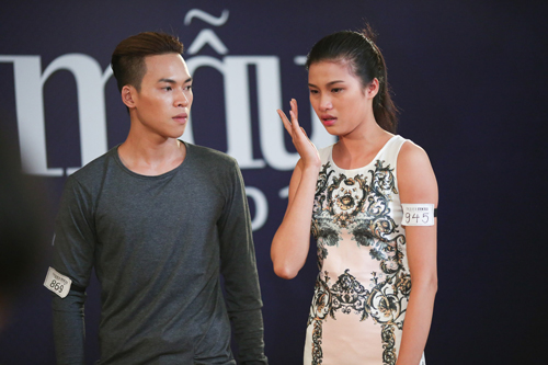 Thí sinh Nguyễn Thị Thành (phải)