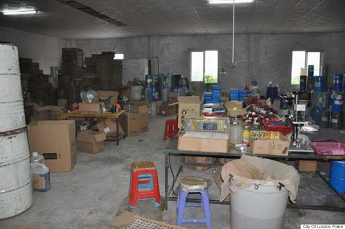 Counterfeit-factory-in-China-2-9365-1432