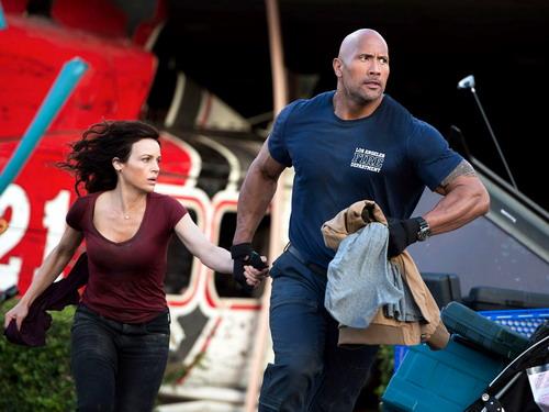 """""""The Rock"""" Dwayne Johnson và Carla Gugino vào vai chính."""