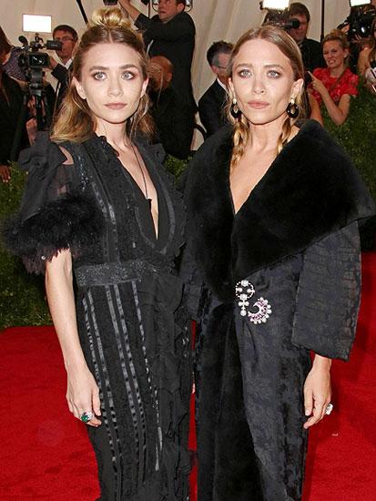 Bộ đôi chị em nhà thiết kế song sinh Mary-Kate and Ashley Olsen