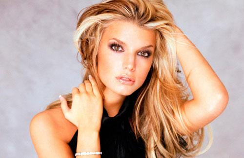 Jessica có dòng thời trang riêng ra mắt từ năm 2005, gần đây đã bán được doanh số một tỷ USD.