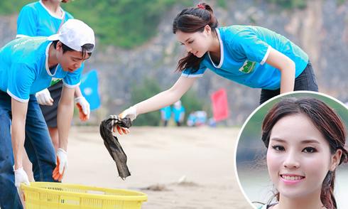 Hoa hậu Kỳ Duyên nhặt rác ngoài bờ biển