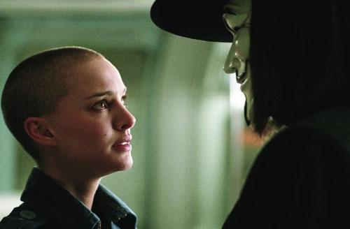 Natalie cạo trọc đầu cho vai diễn trong V For Vendetta (2005).