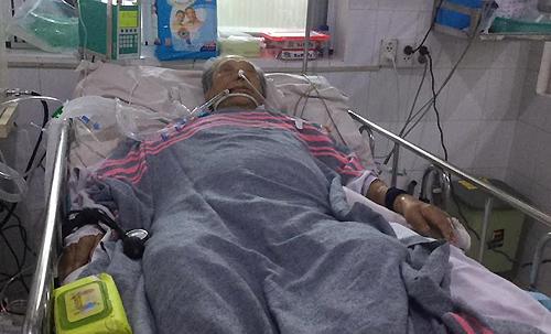 Giáo sư Trần Văn Khê đang được điều trị tại bệnh viện ở TP HCM. ảnh: Phạm Dũg