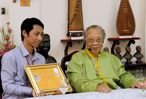 Giáo sư Trần Văn Khê dành trọn đời cho âm nhạc dân tộc Việt Nam.