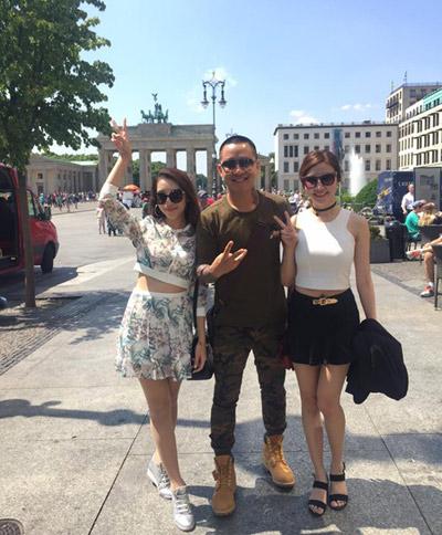 hai học trò Emily, Hạnh Sino đi dạo chơi tại Berlin.