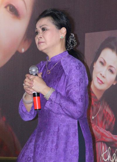 Buổi giao lưu, giới thiệu sách mới của Khánh Ly diễn ra tại TP HCM vào chiều 14/6.