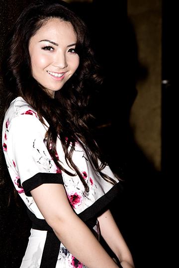 Jennifer Chung từng đang quang danh hiệu Miss Asian America - Hoa hậu Á châu Hoa Kỳ vào năm 2014. Sau cuộc thi, người đẹp không thường xuyên xuất hiện tại các hoạt động giải trí mà tích cực tham gia các công việc thiện nguyện, giúp đỡ người có hoàn cảnh khó khăn.