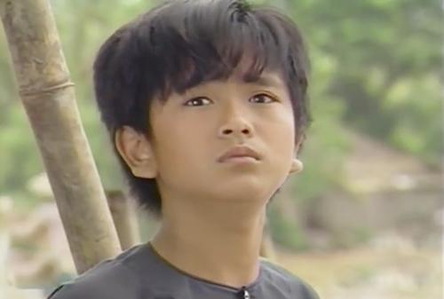 Đảm nhận vai chính trong phim là An (Hùng Thuận), khi đó 12 tuổi. Hùng Thuận ghi dấu trong lòng khán giả nhờ khả năng diễn xuất tự nhiên, trong sáng. Nhiều cảnh quay của An vẫn còn ám ảnh khán giả như cảnh câu bé nhặt chiếc bánh được vứt đi ở chợ và ăn ngon lành hay khóc trong đêm vì nhớ mẹ.