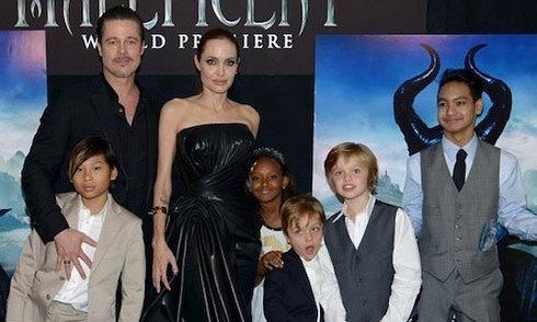 Các con Angelina Jolie - Brad Pitt qua thời gian
