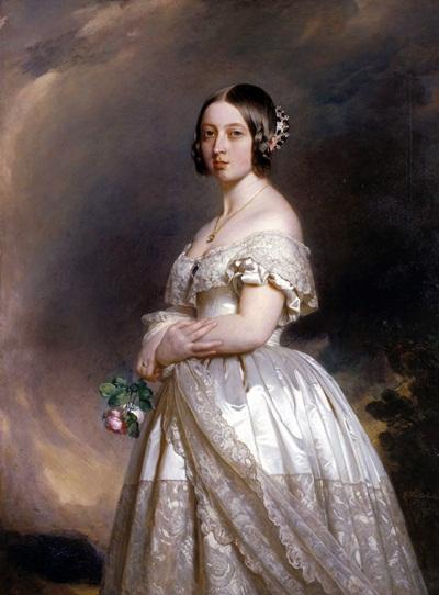 Vị quân vương tại vị lâu nhất trong lịch sử nước Anh, nữ hoàng Victoria, có một cách vừa khử mùi hôi của bàn tay vừa dưỡng da tay rất độc đáo: mang găng tay được tẩm tinh dầu hoa hồng hằng ngày.