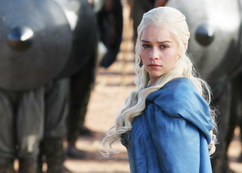 """""""Mẹ Rồng"""" Daenerys trong """"Game of Thrones"""" là vai diễn để đời của Emilia Clarke."""