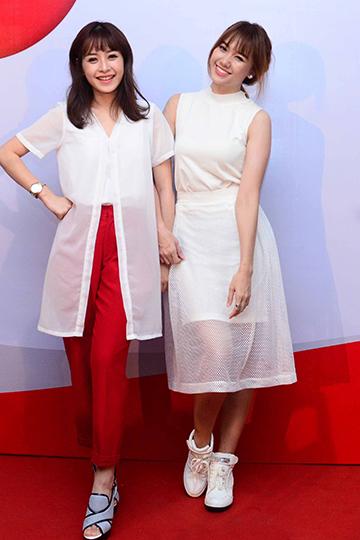 Diễn viên Chi Pu nổi bật với trang phục phối hai màu trắng, đỏ.
