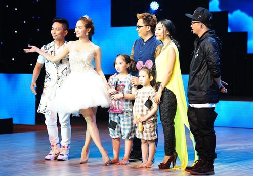 Cả ba đội giám khảo là: Minh Hằng - Phan Hiển, Lâm Vinh Hải - Thủy Tiên và Đoan Trang - Hà Lê đều bấm nút chọn đôi thí sinh.