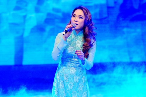"""Xuất hiện trong đêm chung cuộc tranh giải quán quân """"Tiếng hát mãi xanh 2015"""","""