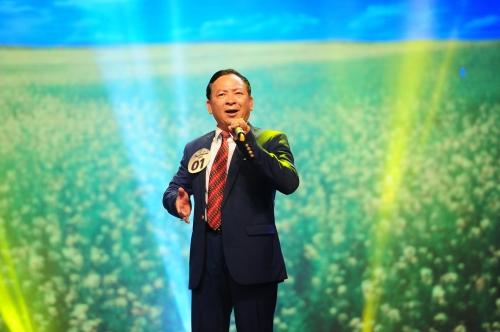Thí sinh Vũ Văn Quảng mang đến bài hátCung đàn mùa xuân đầy sôi nổi, vui nhộn. Tuy nhiê, ở màn song ca cùng Thanh Thúy hátTrường Sơn Đông  Trường Sơn Tây, anh lại có phần bị chệch nhịp.
