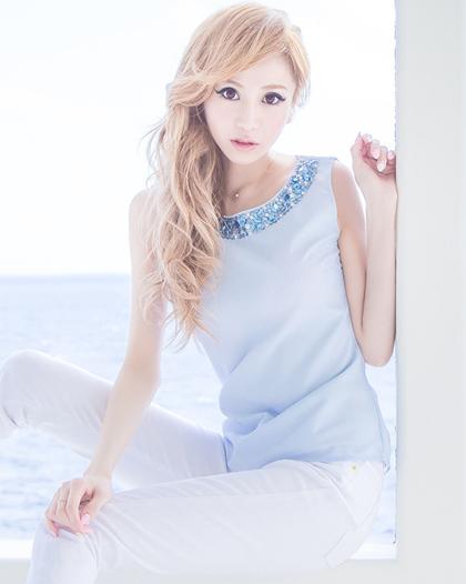 Người mẫu Emiri Aizawa xếp thứ tư.