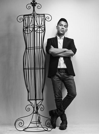 Nhà thiết kế Adrian Anh Tuấn.
