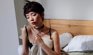 Tóc Tiên đóng cảnh gợi cảm trong MV của Hoàng Touliver