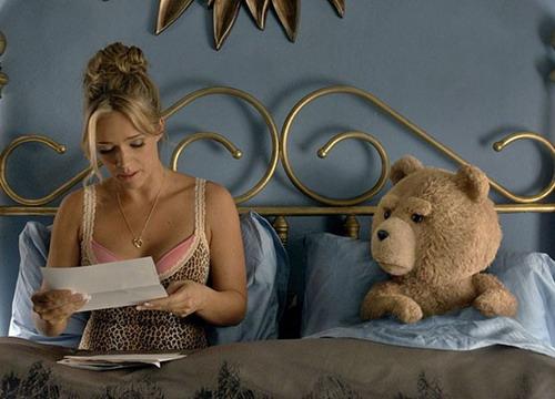 Gấu Ted bên người vợ Tammy.