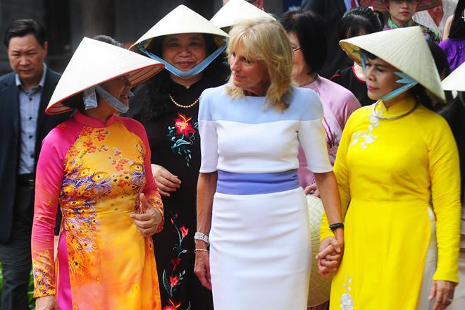 http://www.jokpeme.com/2015/07/fashion-style-of-us-vice-presidents.html