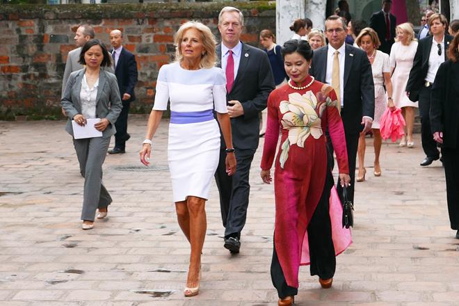 Fashion style of US vice president's wife Jill Biden in Vietnam