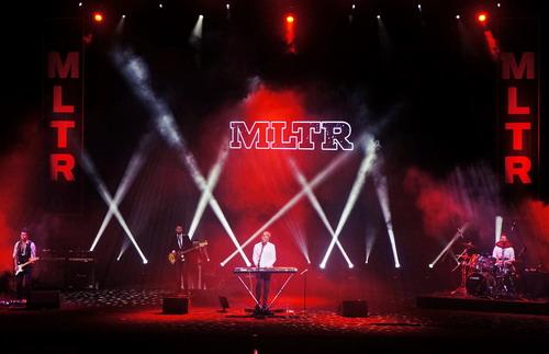Toàn cảnh sân khấu của Michael Learns to Rock trong đêm diễn tại Hà Nội. Ảnh: Nick M.