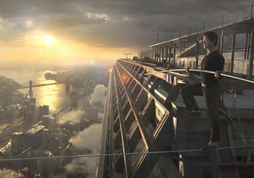 """Tài tử Joseph Gordon Levitt trong một cảnh quay thách thức độ cao ở bộ phim """"The Walk"""". Ảnh: Sony."""