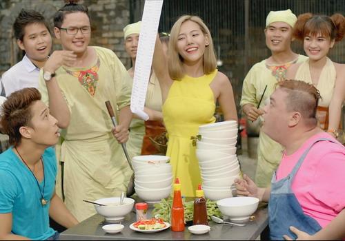Linh Sơn (bìa trái) và Phúc Béo tham gia MV nhạc phim.