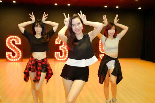Trước những hiệu ứng tốt từ ca khúc và hình ảnh nóng bỏng, Lưu Hương Giang đã lên kế hoạch quay MV cho ca khúc. Trước khi công bố Mv được đầu tư khủng, bà xã Hồ Hoài Anh đã tung nhá hàng bằng clip hậu trường khoe vũ đạo cùng nhóm ST. 319.