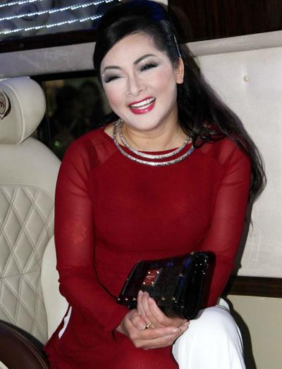 Cô cũng luôn tươi cười và sẵn sàng vào khuôn hình để đáp lại tình cảm của người hâm mộ. Sau chuyến về nước này, ca sĩ Như Quỳnh sẽ thực hiện live show đầu tiên của mình sau hơn 20 năm xa quê, diễn ra tại Hà Nội vào tháng 12 tới.