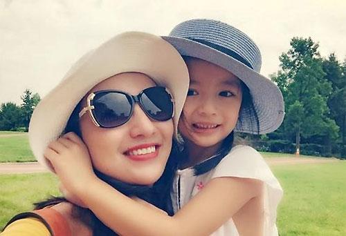 Khi con gái được năm tuổi, Hoa hậu Ngọc Diễm mới mở lòng chia sẻ về thiên thần nhỏ của mình.